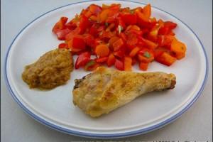 Hähnchenschenkel mit Gemüse an Erdnusssoße