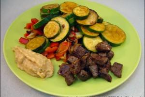 Sautiertes Rindfleisch mit Gemuese Guacamole