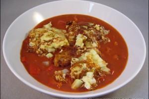 Tomatensuppe mit Feta-Kohlrabi-Puffer
