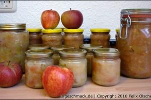 Apfelkompott in Gläsern