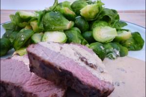 Gesund und schmackhaft: Rinderbraten mit Rosenkohl