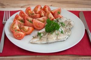 Seelachsfilet mit frischen Tomaten