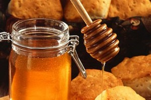 Ist Honig besser als Zucker? Oder gesünder?